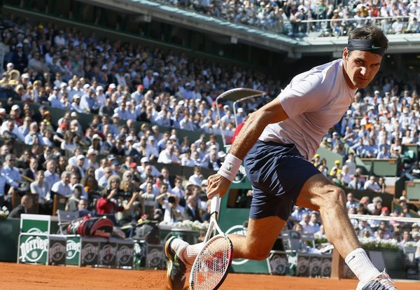 Federer se ha ido de París por la puerta de atrás.