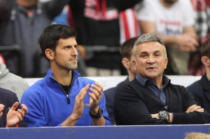 Papá de Novak Djokovic arremete contra Roger Federer y asegura que el suizo no es un buen hombre