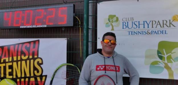 Leonardo Parra posa con el récord que le ha hecho pasar a la historia. Fuente: Leo Parra