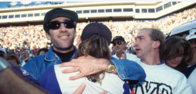 Brad Gilbert abraza a Agassi tras conquistar el Us Open 1994. Fuente: Getty