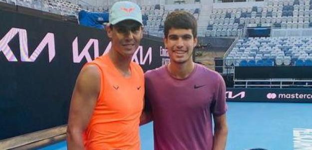 Alcaraz y Nadal, en un entrenamiento en Australia.