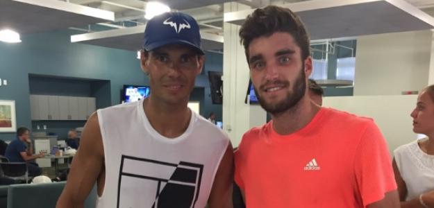 Alejandro García junto a Rafael Nadal. Foto: Getty Images