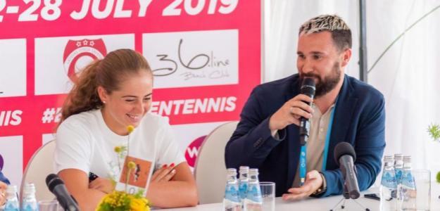 Alexander Ostrovsky, en el WTA de Jurmala junto a Jelena Ostapenko. Fuente: Getty