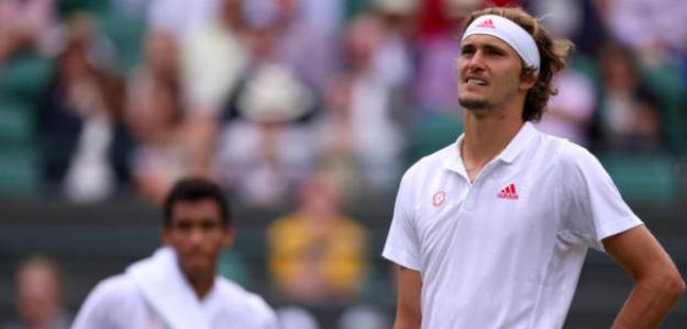 Alexander Zverev cae en Wimbledon. Fuente: Getty