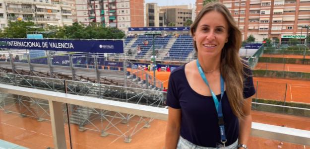 Anabel Medina y la Pista Central del BBVA Open Internacional de Valencia. Fuente: PDB