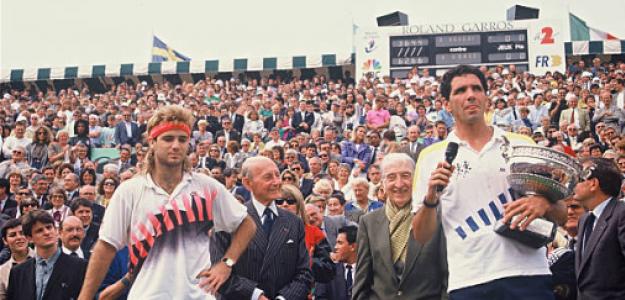 Andrés Gómez celebra el título en Roland Garros 1990. Fuente: Getty