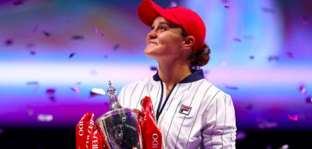 La mirada de la campeona con su nueva trofeo. Fuente: Getty