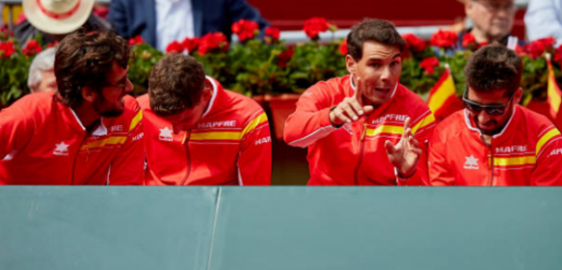 El equipo español dialoga durante un partido. Fuente: Getty