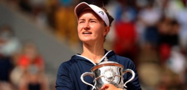 La checa con su título de campeona de Roland Garros. Foto: Getty