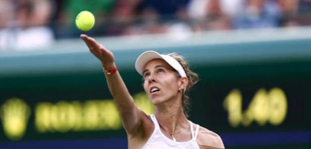 Mihaela Buzarnescu disputando un partido en Wimbledon. Fuente: Getty