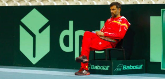 Sergi Bruguera presencia un entrenamiento de la selección. Fuente: Getty