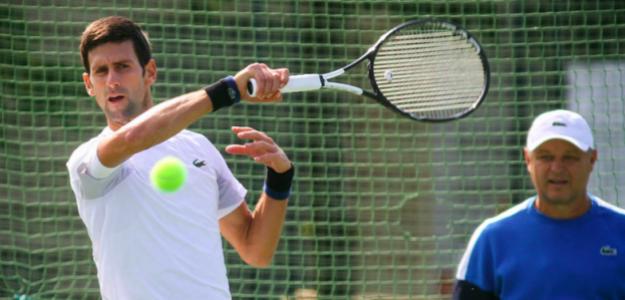 Novak Djokovic entrena con Marian Vajda. Fuente: Mondo