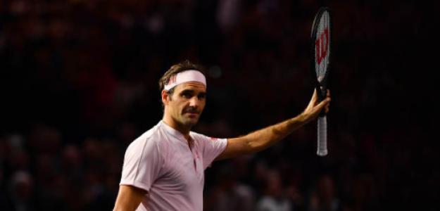 Roger Federer saluda al público en París. Fuente: Getty