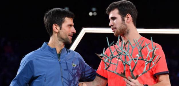 Djokovic y Khachanov en la entrega de trofeos. Fuente: Getty