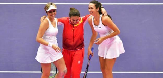 Anabel Medina rodeada de dos campeonas. Fuente. Getty