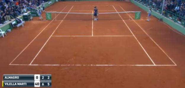El abrazo en la red entre Nicolás Almagro y Mario Vilella. Fuente: ATP
