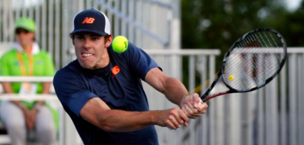 Reilly Opelka disputando un partido. Fuente: Tennis.com