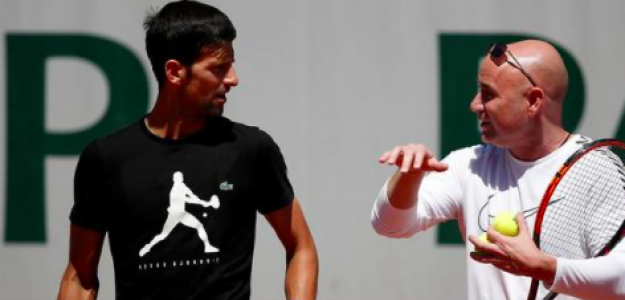 Novak Djokovic y André Agassi. Foto: Getty