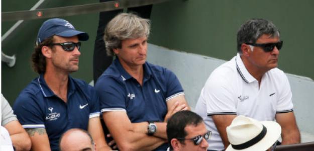 Carlos Costa y Carlos Moyá en Roland Garros. Fuente: Getty