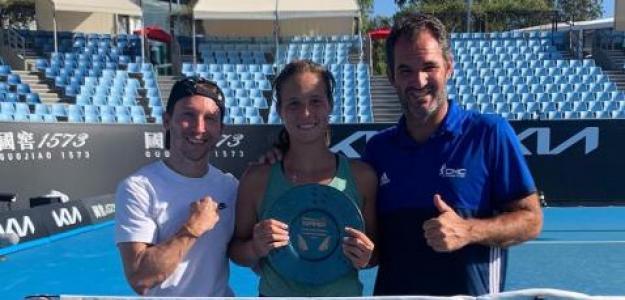 Daria Kasatkina celebrando su último título con su equipo. Fuente: Carlos Martínez