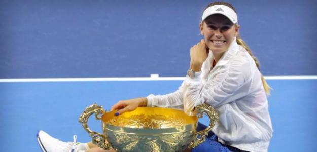 Caroline Wozniacki posa con el 30º título de su carrera. Fuente: Getty
