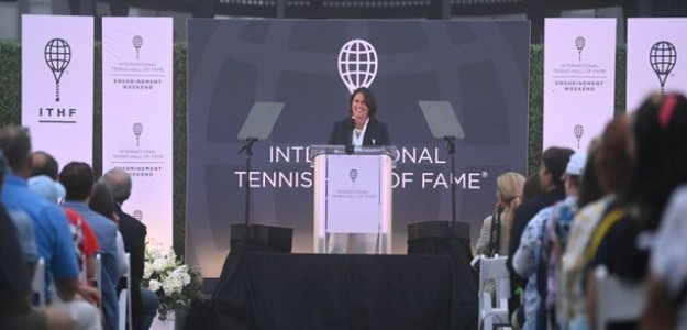 Conchita Martínez en pleno discurso. Fuente: Tennis Hall of Fame