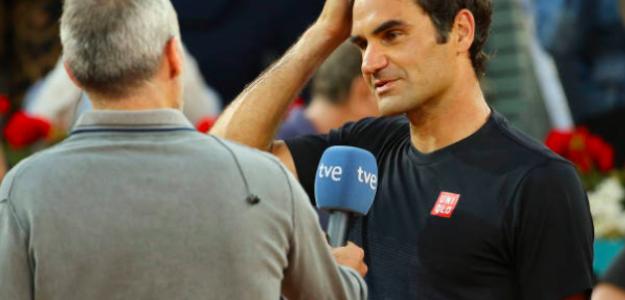 Àlex Corretja entrevistando a Roger Federer. Fuente: Getty