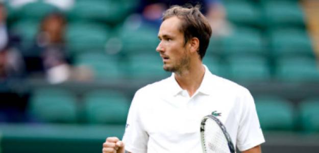 Medvedev no se apiadó de Alcaraz y lo eliminó de Wimbledon. Foto: Getty
