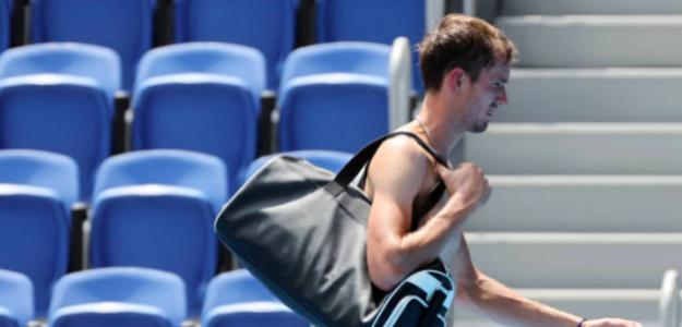 Daniil Medvedev abandonando la pista. Fuente: Getty