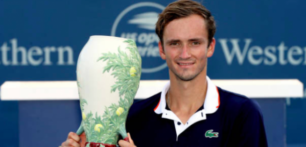 El trofeo más preciado de Medvedev. Fuente: Getty