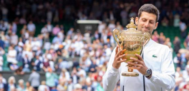 Djokovic, con el trofeo de campeón de Wimbledon 2019. Fuente: Getty