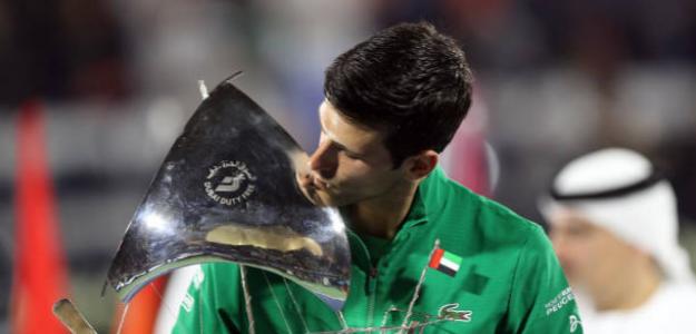 Djokovic besa el título en Dubai. Fuente: Getty