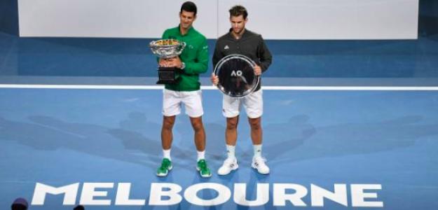 Djokovic y Thiem posan con sus trofeos. Fuente: Getty