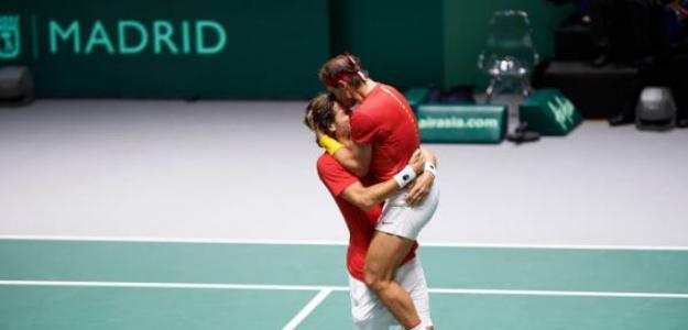 Feliciano López y Rafa Nadal celebrando el pase a la final de la Copa Davis. Foto: Getty