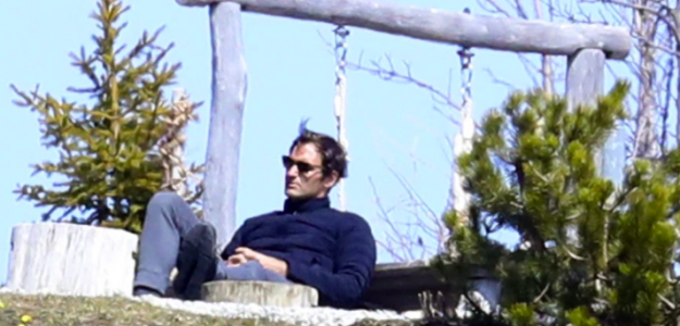 Roger Federer confinado en su casa de Suiza. Fuente. The Sun