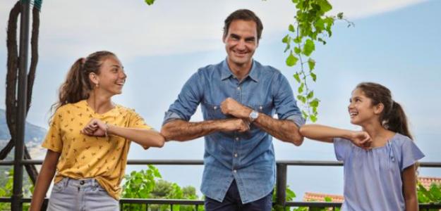 Roger Federer junto a Vittoria y Carola. Fuente: Corriere della Sera