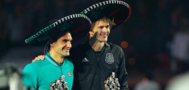 Roger Federer y Alexander Zverev durante una exhibición. Fuente: Getty