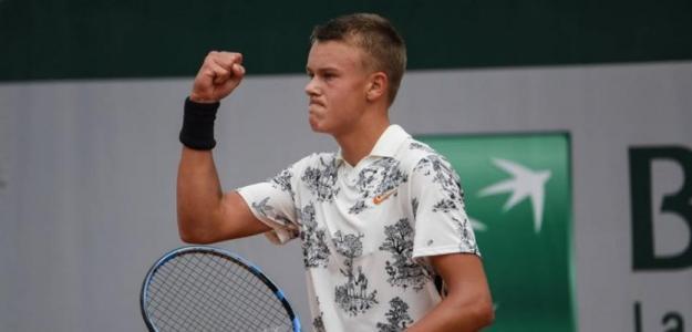 Holger Rune se deja querer por las grandes estrellas de la ATP. Foto: Martin Sidorjak