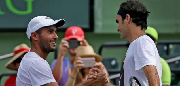 Adrián Escarate con Roger Federer en Miami