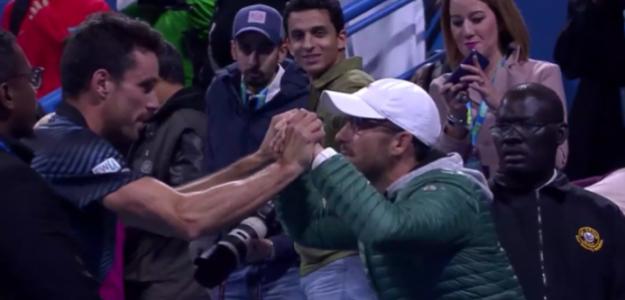 El abrazo entre Bautista y Vendrell tras la conquista de Doha. Fuente: TennisTV