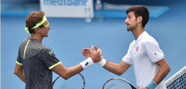 Denis Istomin y Novak Djokovic tras su partido en el Open de Australia 2017. Fuente: Getty