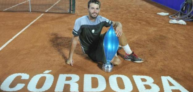 Juan Londero posa con el trofeo del Córdoba Open. Foto: Córdoba Open