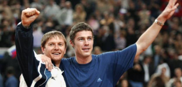Kafelnikov y Safin tras conquistar la Copa Davis. Fuente: Getty