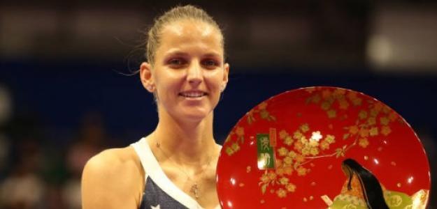 Karolina Pliskova con su título en Tokio. Foto: Getty Images