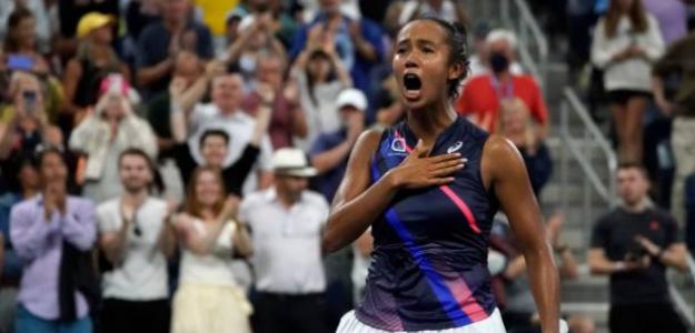 Leylah Fernandez celebra una victoria histórica. Fuente: Getty