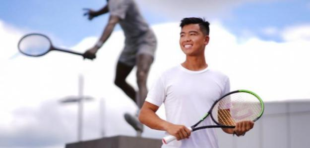 Li Tu, entrenador jugando Open de Australia 2021. Foto: theage