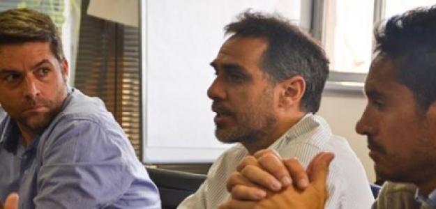 Mariano Zabaleta (medio), en una conferencia, junto a Agustín Calleri (izquierda) y Martín Vasallo Argüello (derecha)