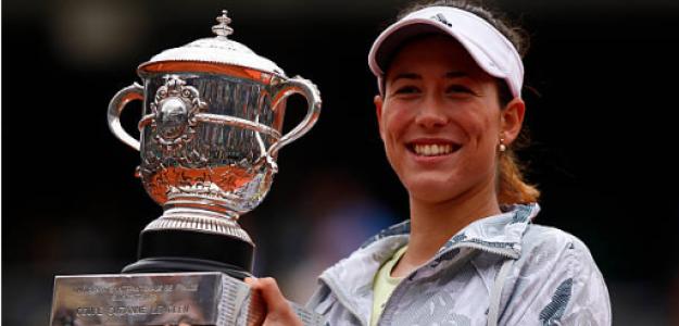 Garbiñe Muguruza con el título de campeona en Roland Garros. Fuente: Getty