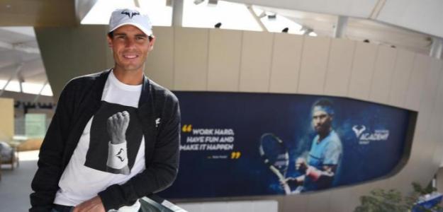 Rafa Nadal junto a su nueva Academia en Kuwait. Fuente: The National/Coco Dubreuil