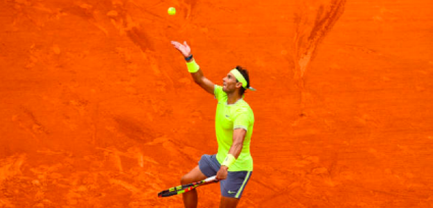 Rafael Nadal al servicio. Fuente: Getty